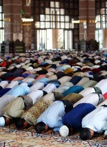 Ramadan...2013 des-musulmans-en-priere--218x300