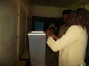 Douala IVème :Des urnes non scellées, trois heures après le début du vote les-urnes-scellees-trois-heures-apres-le-debut-du-scrutin-300x225