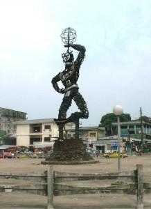 7 jours pour métamorphoser Douala statue_de_la_nouvelle_liberte_douala-218x300