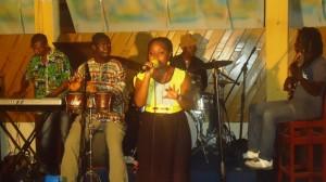 Douala, 23 novembre 2014. Adeline Tchouakak sur scène..